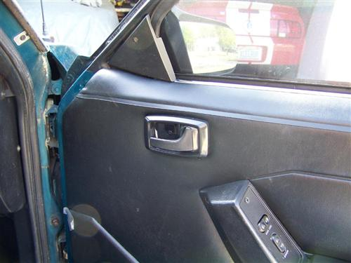 Mustang Inner Door Handle Bezel Kit. Black (79-93)